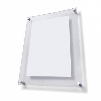 Informačný nástenný panel s dištančnými úchytmi