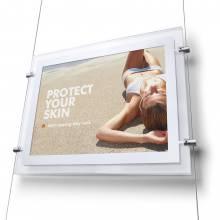 Svetelný panel A4 na výšku s bočnými úchytmi na lanko